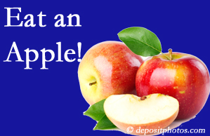 Fort Wayne chiropractic care recommends healthy diets full of fruits and veggies, so enjoy an apple the apple season!